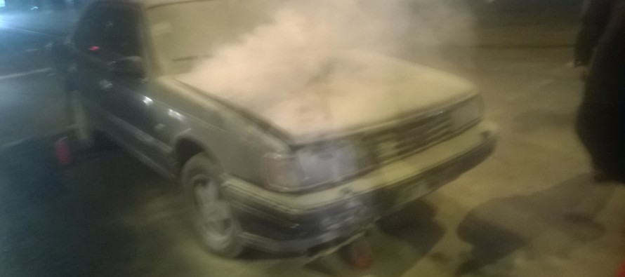 В центрі Франківська загорілась автівка (ФОТО)